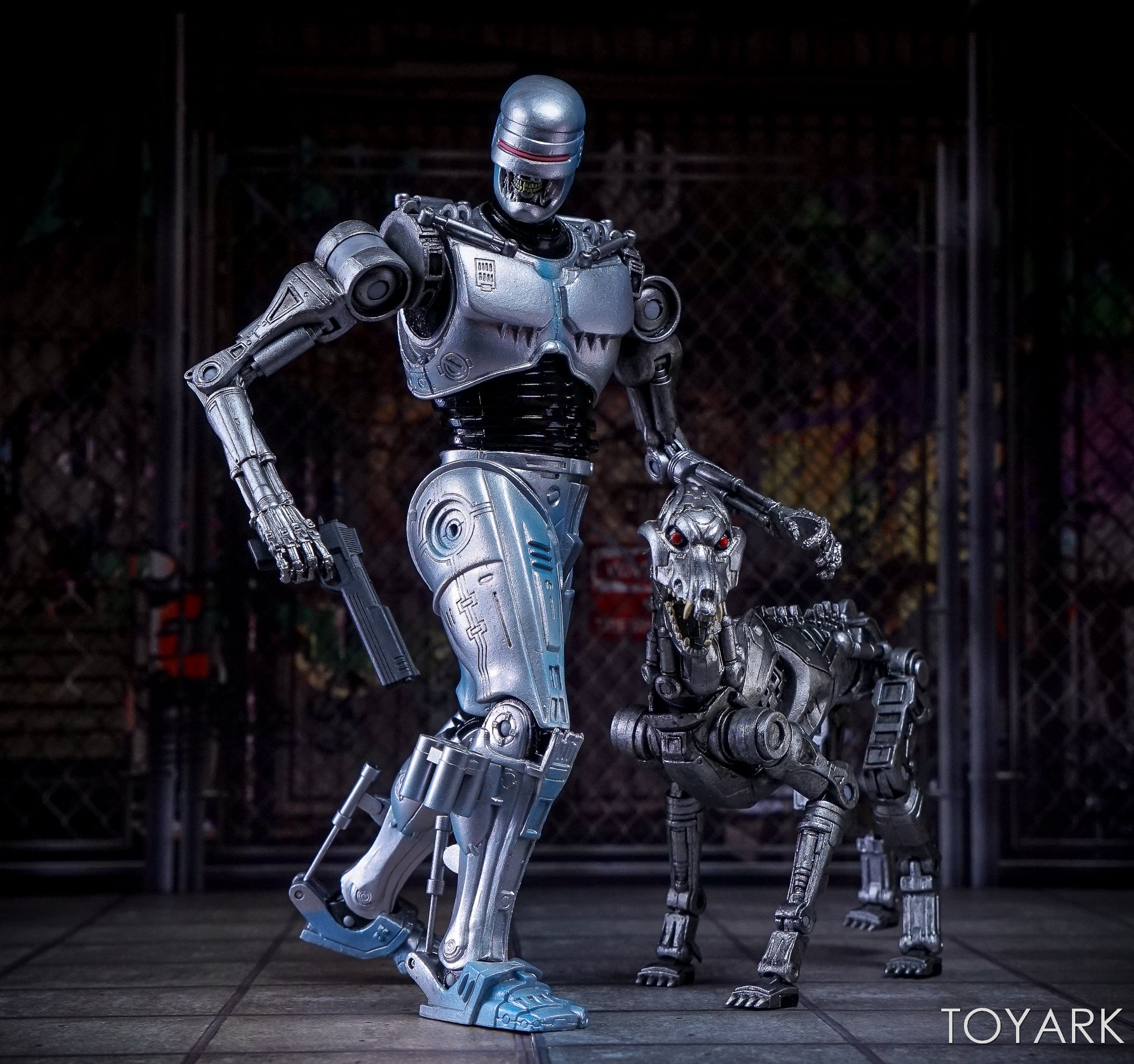 http://news.toyark.com/wp-content/uploads/sites/4/2017/12/NECA-EndoCop-and-Terminator-Dog-029.jpg