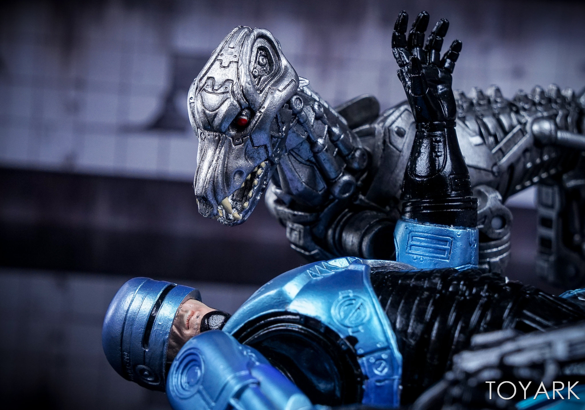 http://news.toyark.com/wp-content/uploads/sites/4/2017/12/NECA-EndoCop-and-Terminator-Dog-039.jpg