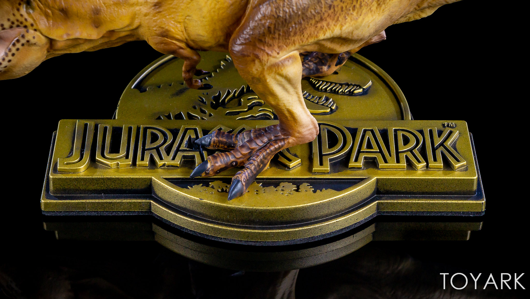 http://news.toyark.com/wp-content/uploads/sites/4/2018/04/Chronicle-ThinkGeek-Jurassic-Park-T-Rex-013.jpg
