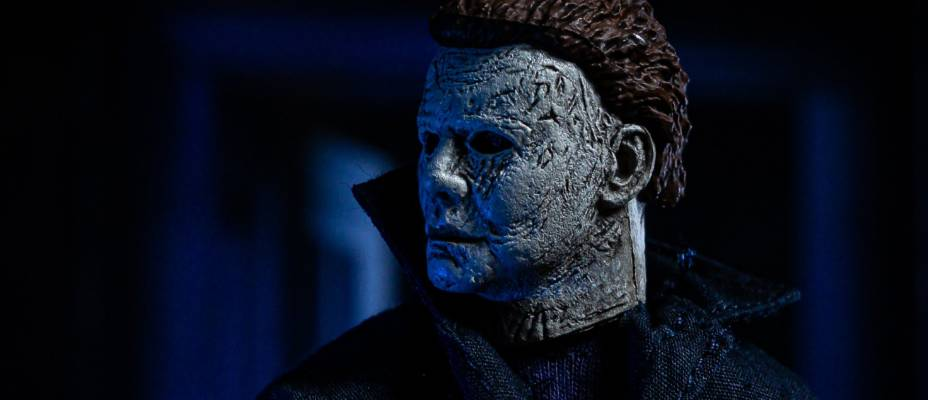 Halloween (2018) - Michael Myers Clothed Retro Figure by NECA - Toyark Photo Shoot