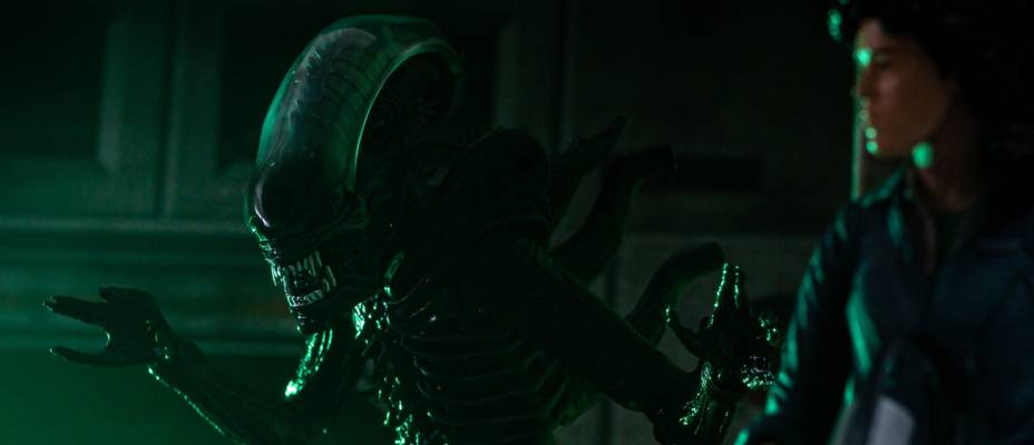 Advanced Look at the Alien 40th Anniversary Big Chap Alien Ultimate Figure by NECA - Toyark Photo Shoot