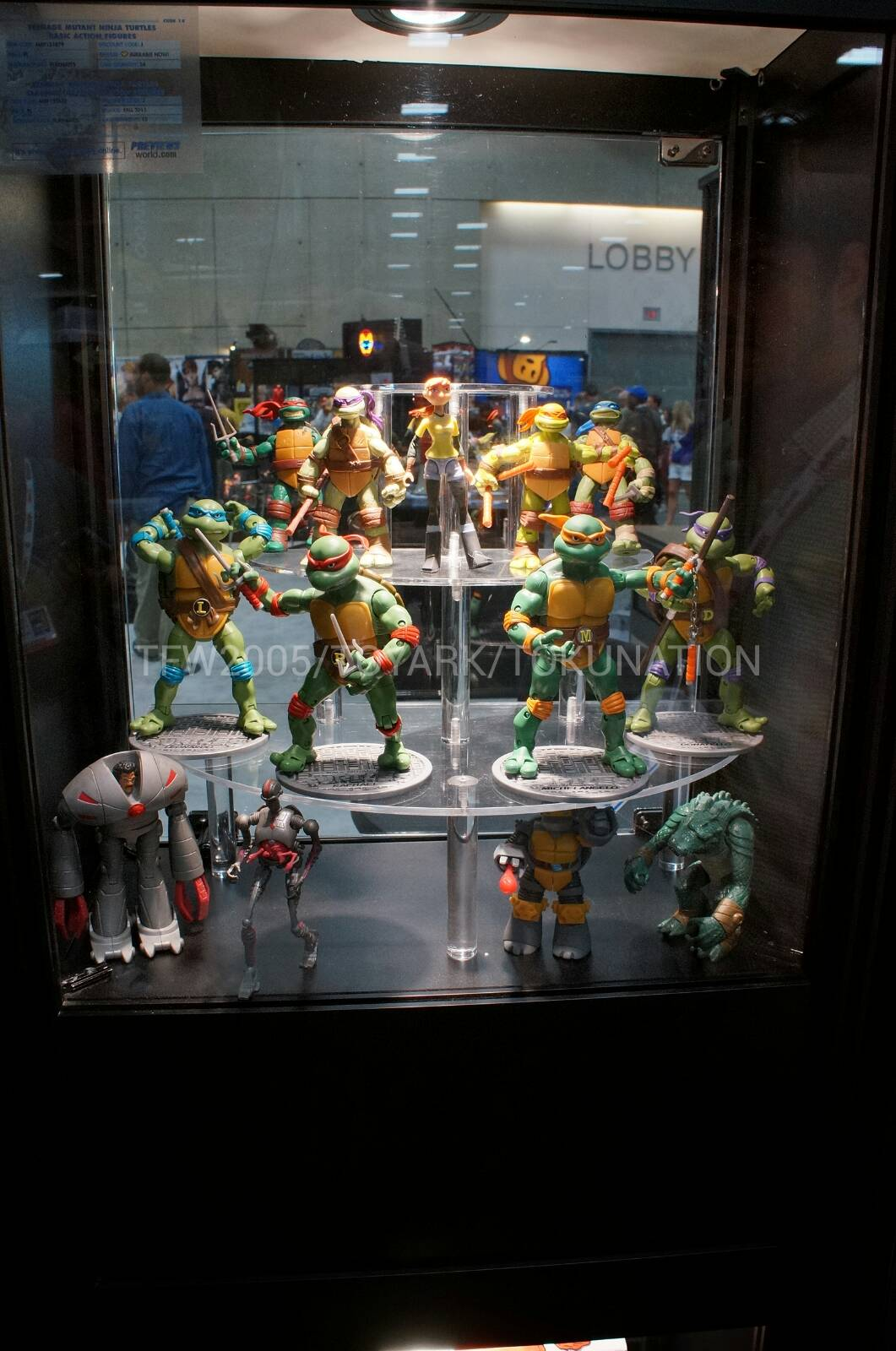 SDCC 2013 - Diamond Comics Closer Look At TMNT Display - The