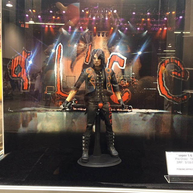 http://news.toyark.com/wp-content/uploads/sites/4/2015/04/WonderCon-2015-PCS-Alice-Cooper-Figure-001.jpg