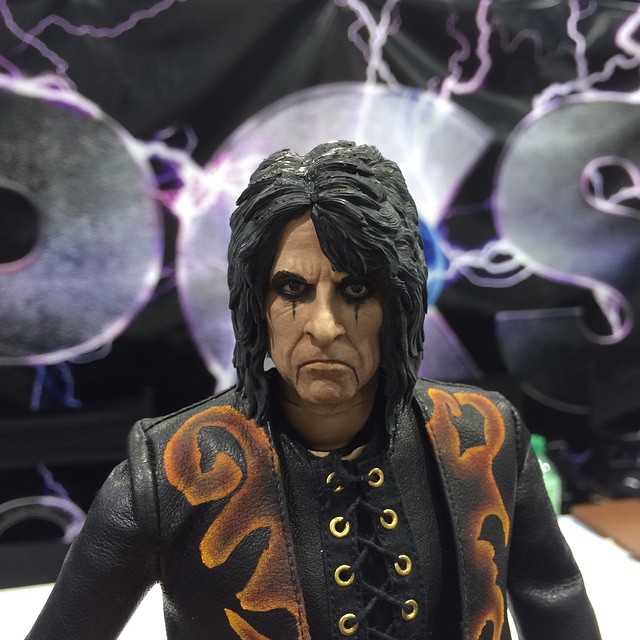 http://news.toyark.com/wp-content/uploads/sites/4/2015/04/WonderCon-2015-PCS-Alice-Cooper-Figure-002.jpg