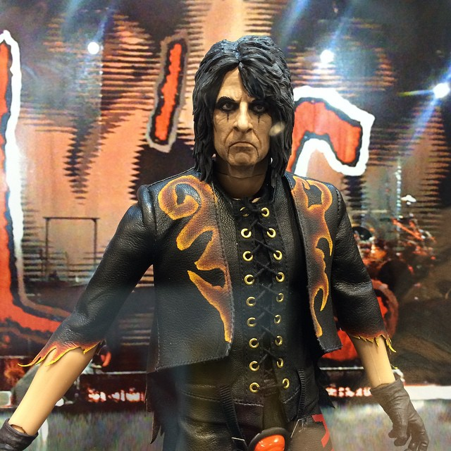 http://news.toyark.com/wp-content/uploads/sites/4/2015/04/WonderCon-2015-PCS-Alice-Cooper-Figure-003.jpg