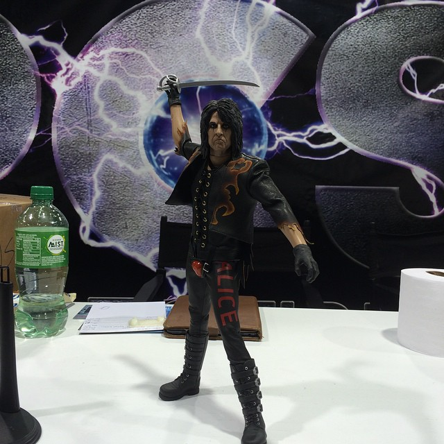 http://news.toyark.com/wp-content/uploads/sites/4/2015/04/WonderCon-2015-PCS-Alice-Cooper-Figure-004.jpg