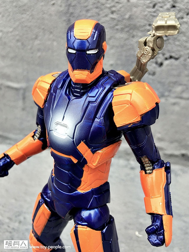 New In-Hand Photos Of Marvel Legends War Machine and Iron