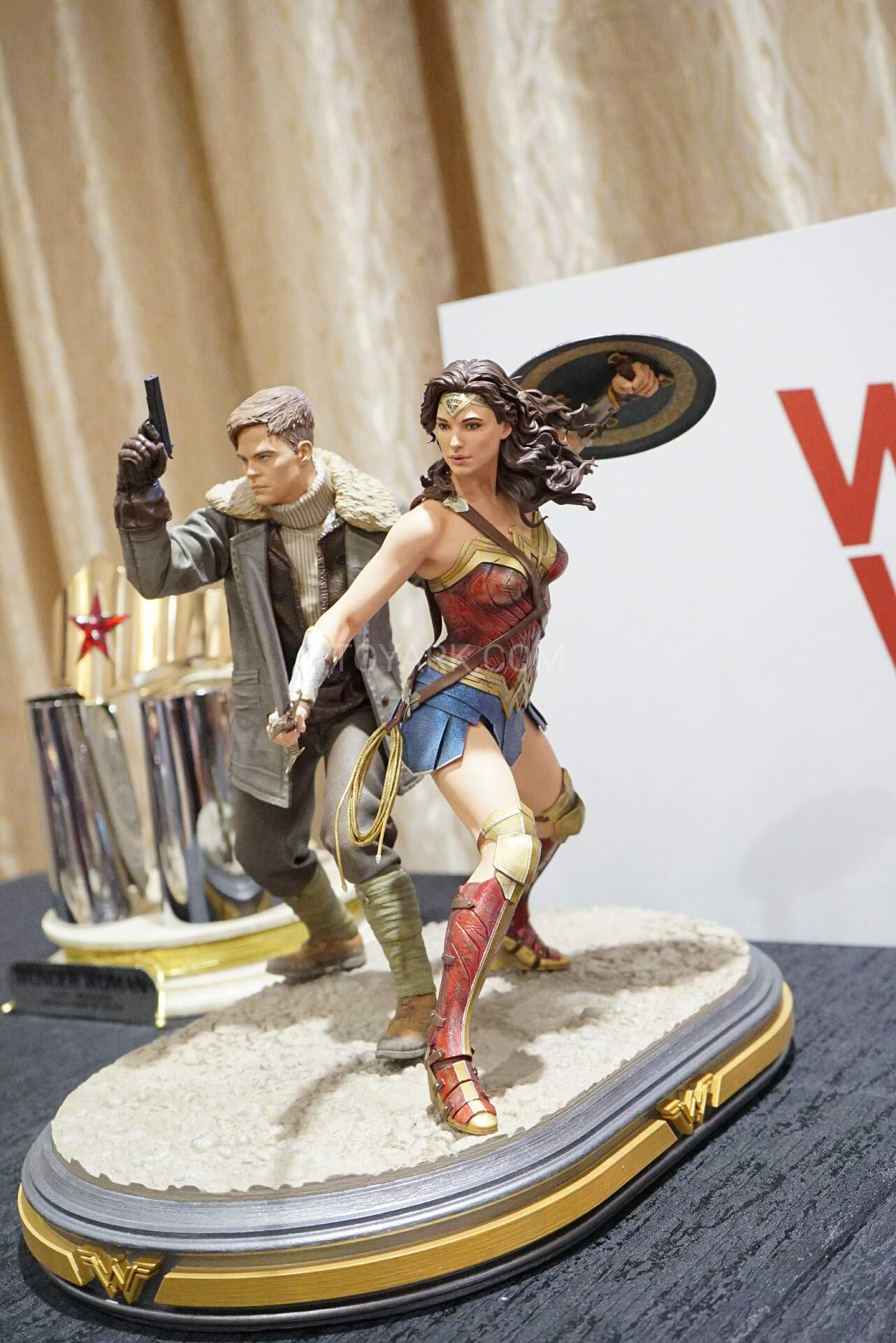 DC Wonder Woman and Steve Trevor Movie statue
