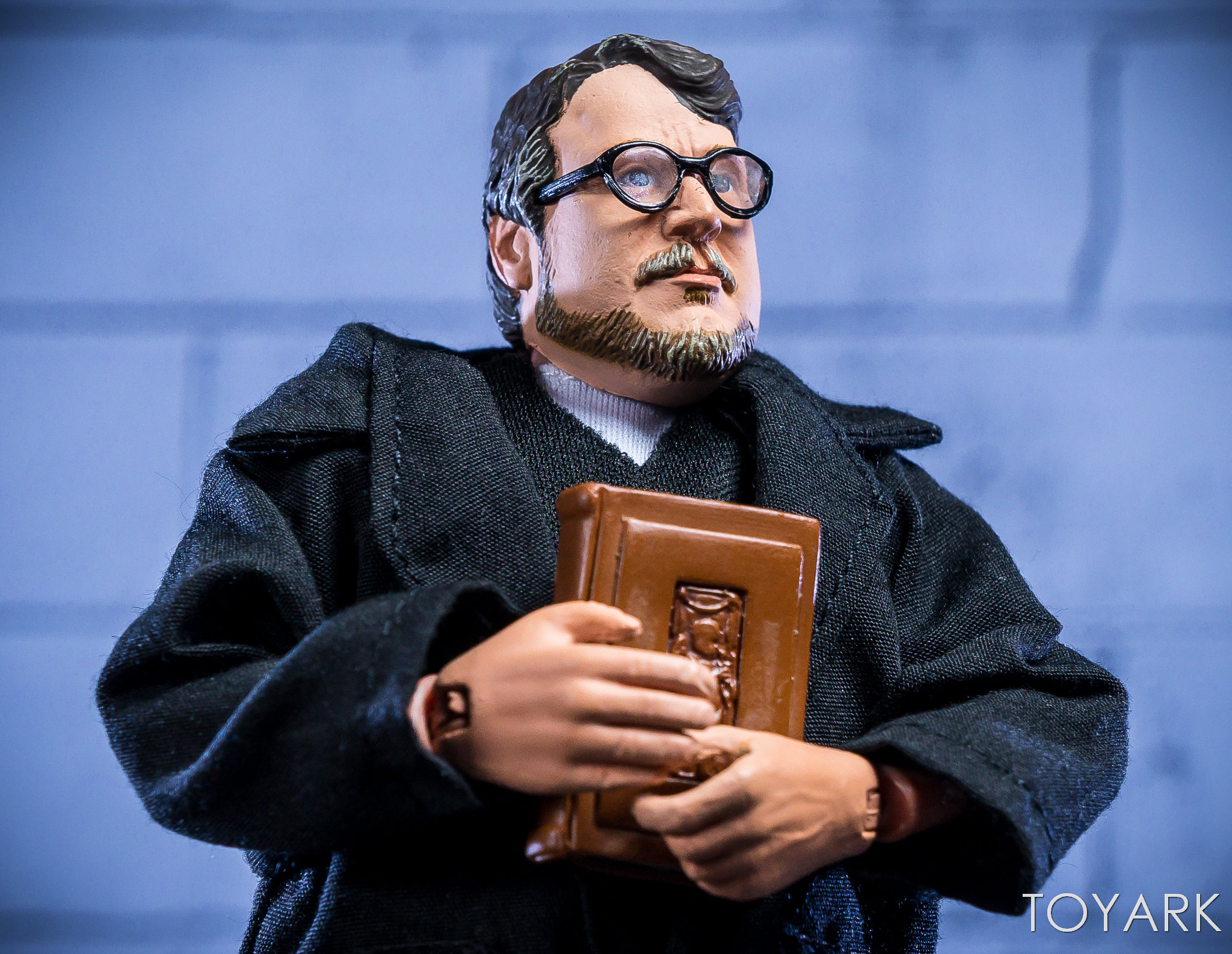 https://news.toyark.com/wp-content/uploads/sites/4/2018/07/NECA-Guillermo-del-Toro-SDCC-Figure-016.jpg