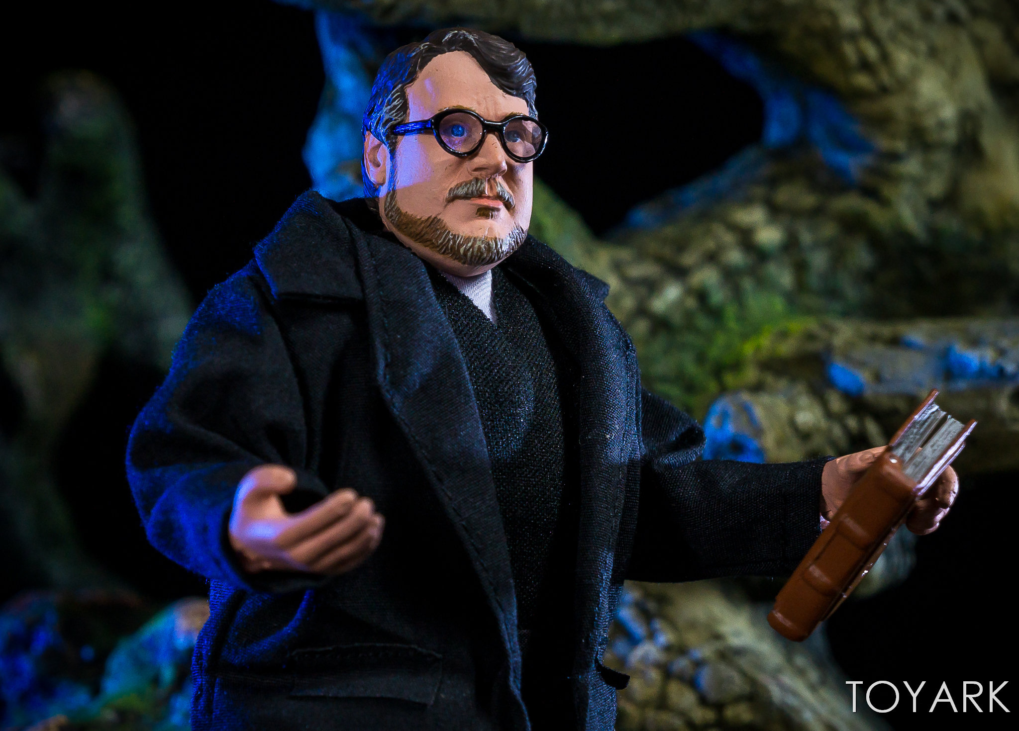 https://news.toyark.com/wp-content/uploads/sites/4/2018/07/NECA-Guillermo-del-Toro-SDCC-Figure-020.jpg