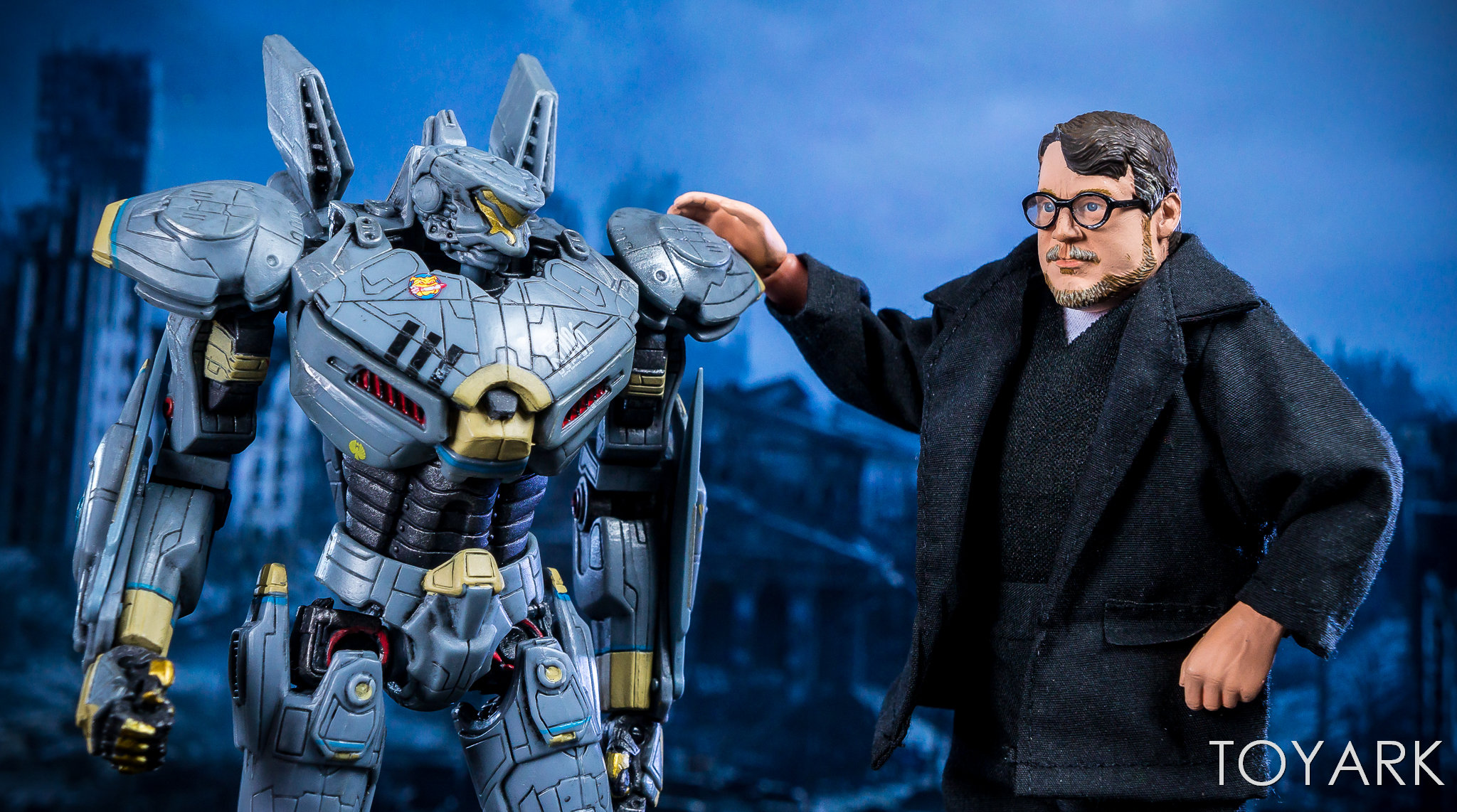 https://news.toyark.com/wp-content/uploads/sites/4/2018/07/NECA-Guillermo-del-Toro-SDCC-Figure-027.jpg