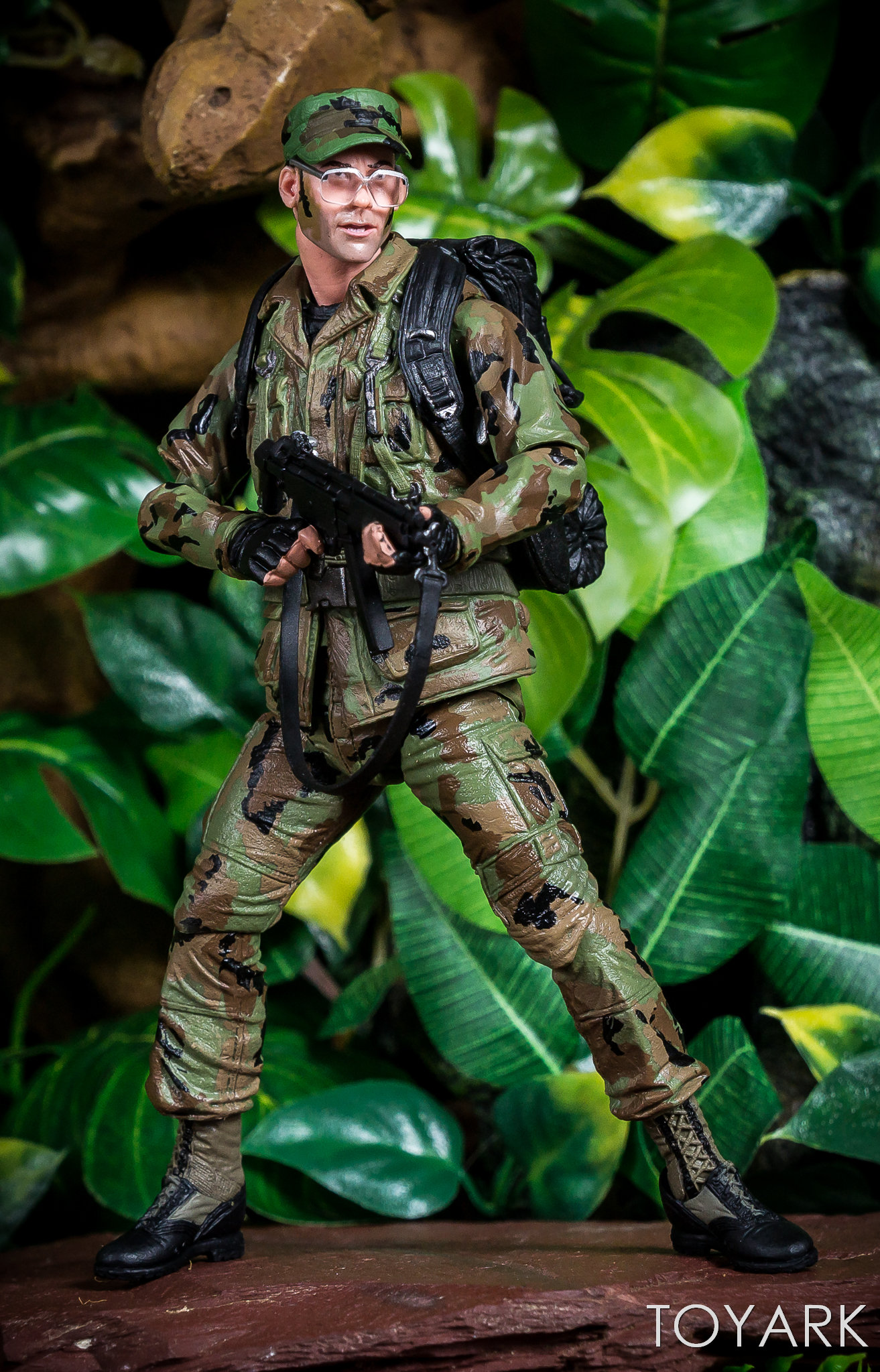 https://news.toyark.com/wp-content/uploads/sites/4/2018/07/NECA-SDCC2018-Predator-Hawkins-011.jpg