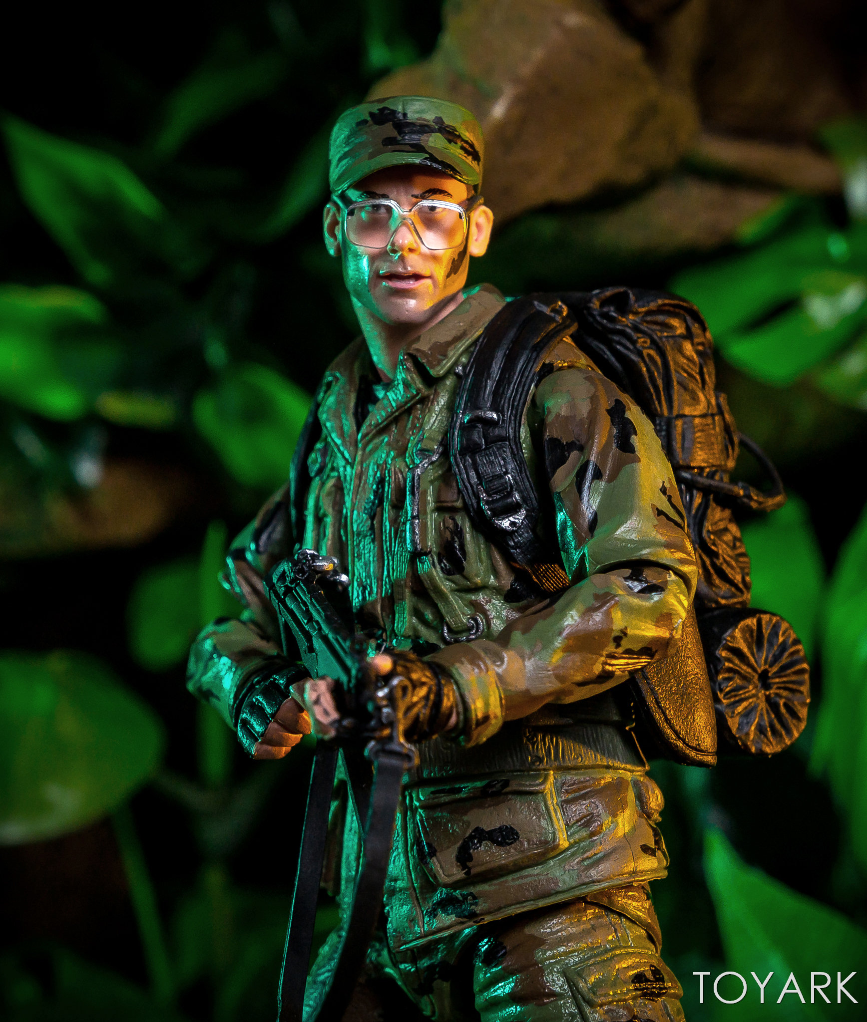 https://news.toyark.com/wp-content/uploads/sites/4/2018/07/NECA-SDCC2018-Predator-Hawkins-012.jpg