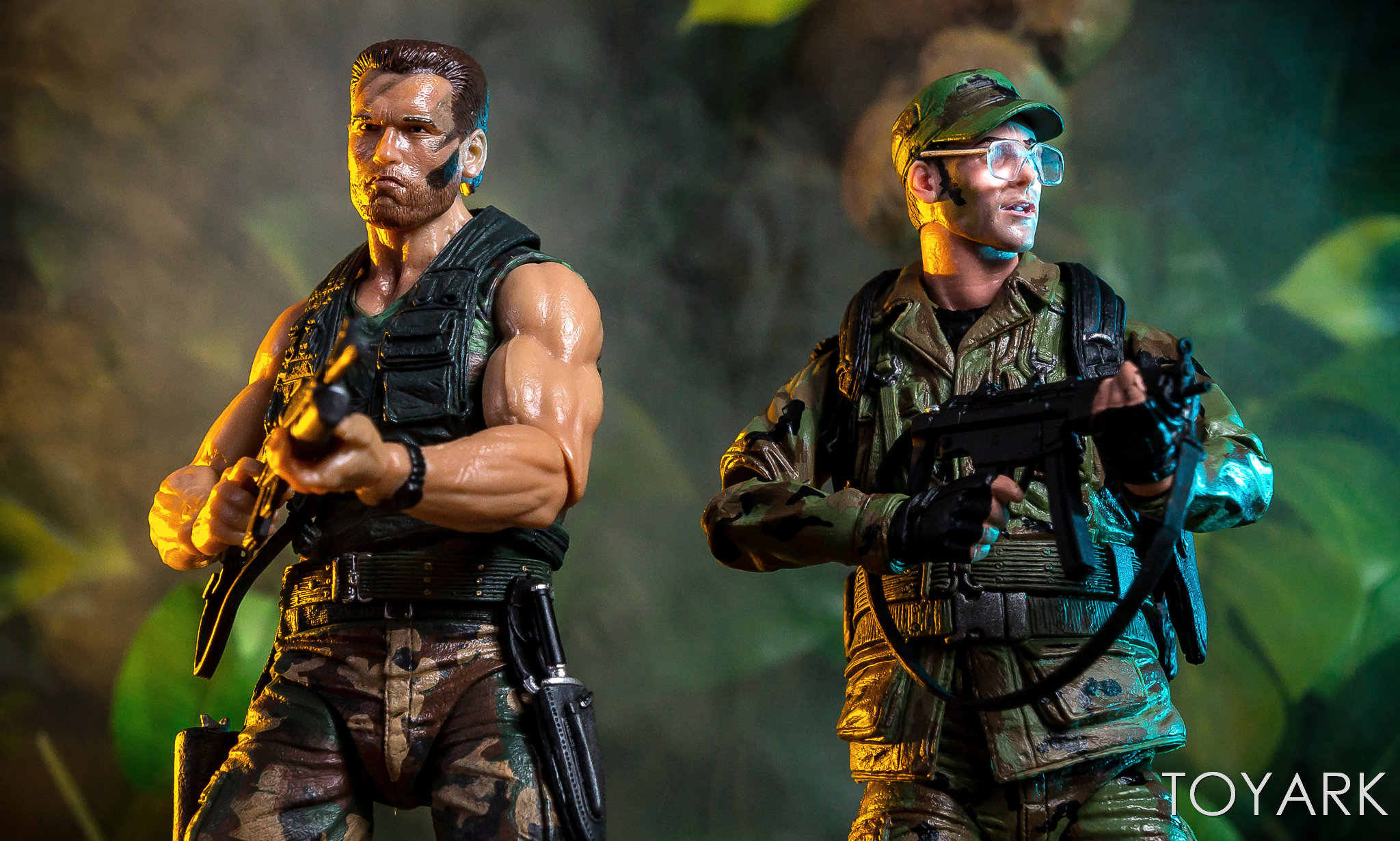 https://news.toyark.com/wp-content/uploads/sites/4/2018/07/NECA-SDCC2018-Predator-Hawkins-016.jpg