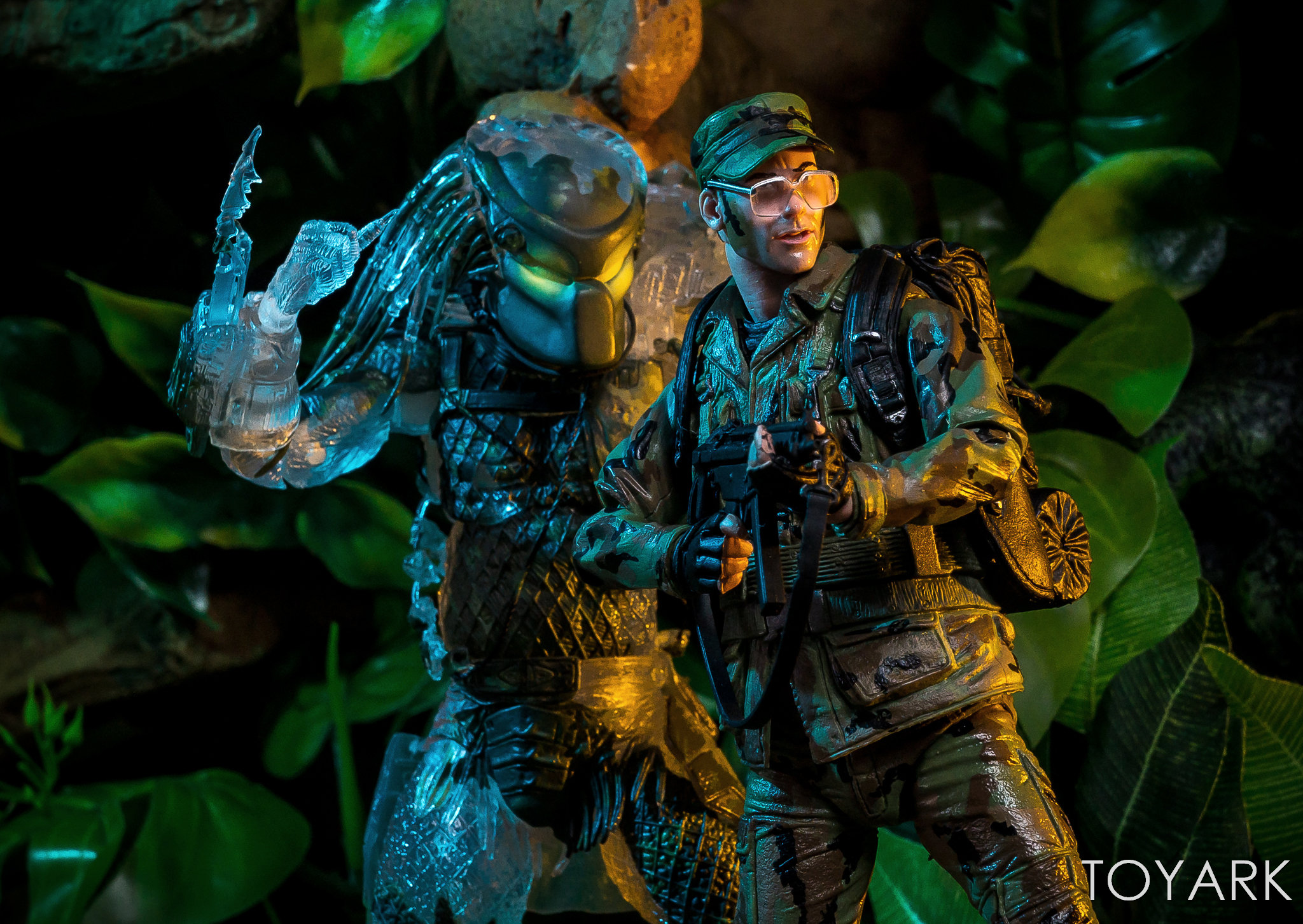 https://news.toyark.com/wp-content/uploads/sites/4/2018/07/NECA-SDCC2018-Predator-Hawkins-020.jpg