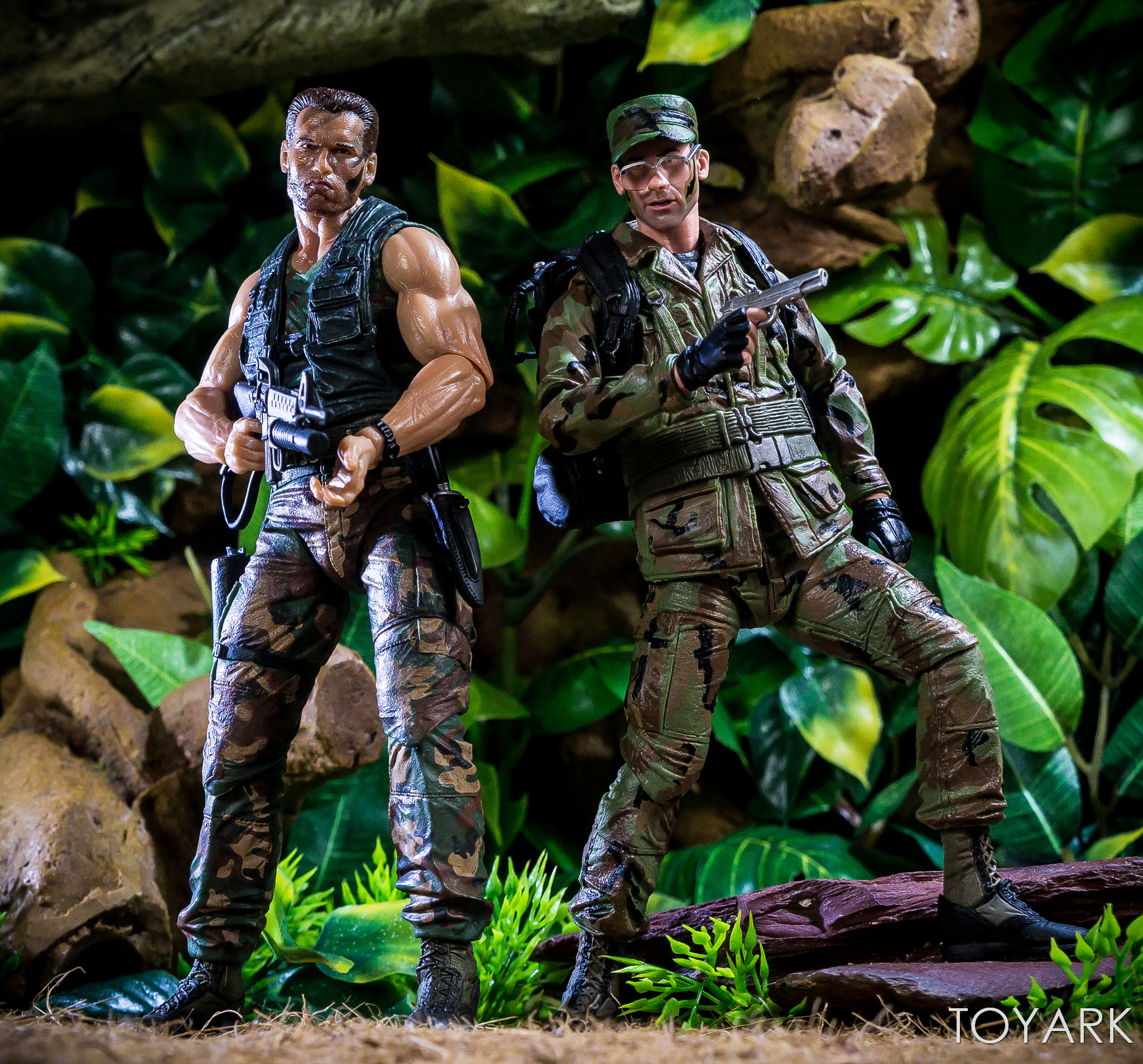 https://news.toyark.com/wp-content/uploads/sites/4/2018/07/NECA-SDCC2018-Predator-Hawkins-034.jpg