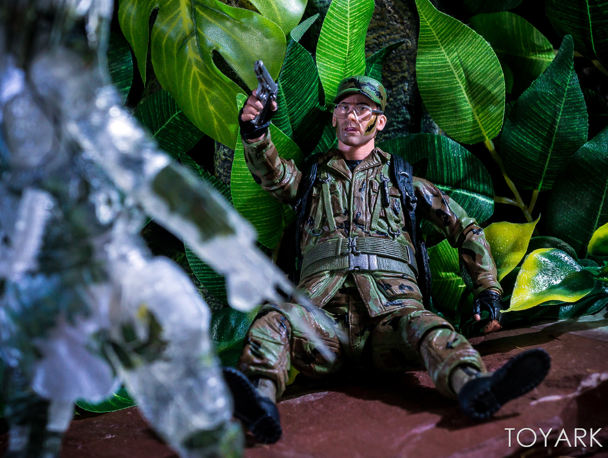 https://news.toyark.com/wp-content/uploads/sites/4/2018/07/NECA-SDCC2018-Predator-Hawkins-038.jpg