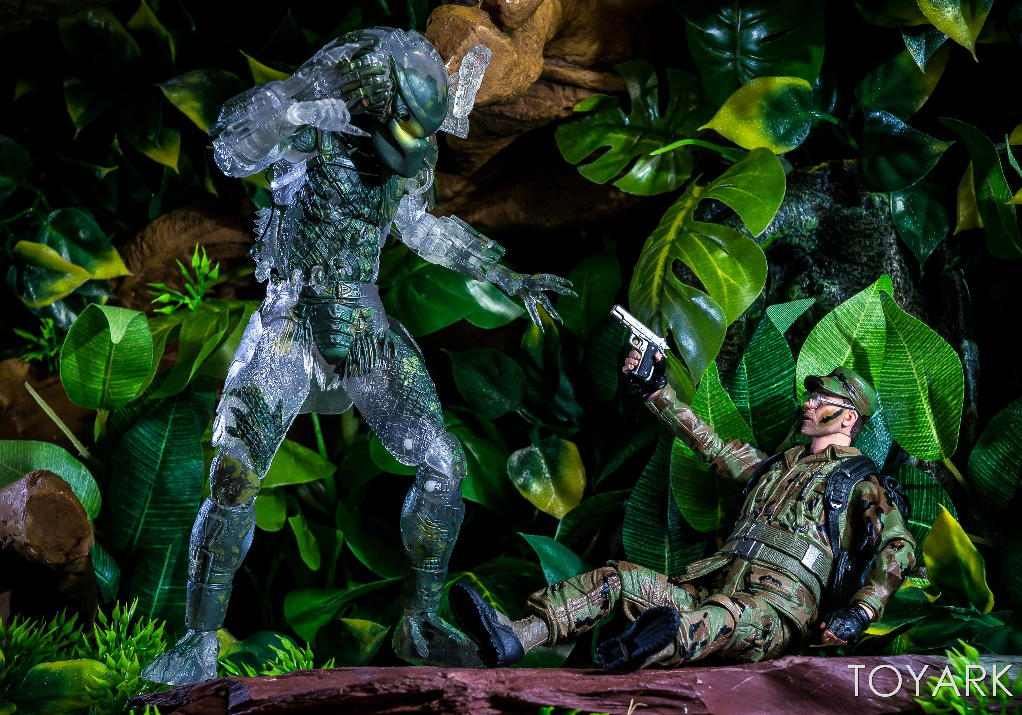 https://news.toyark.com/wp-content/uploads/sites/4/2018/07/NECA-SDCC2018-Predator-Hawkins-039.jpg