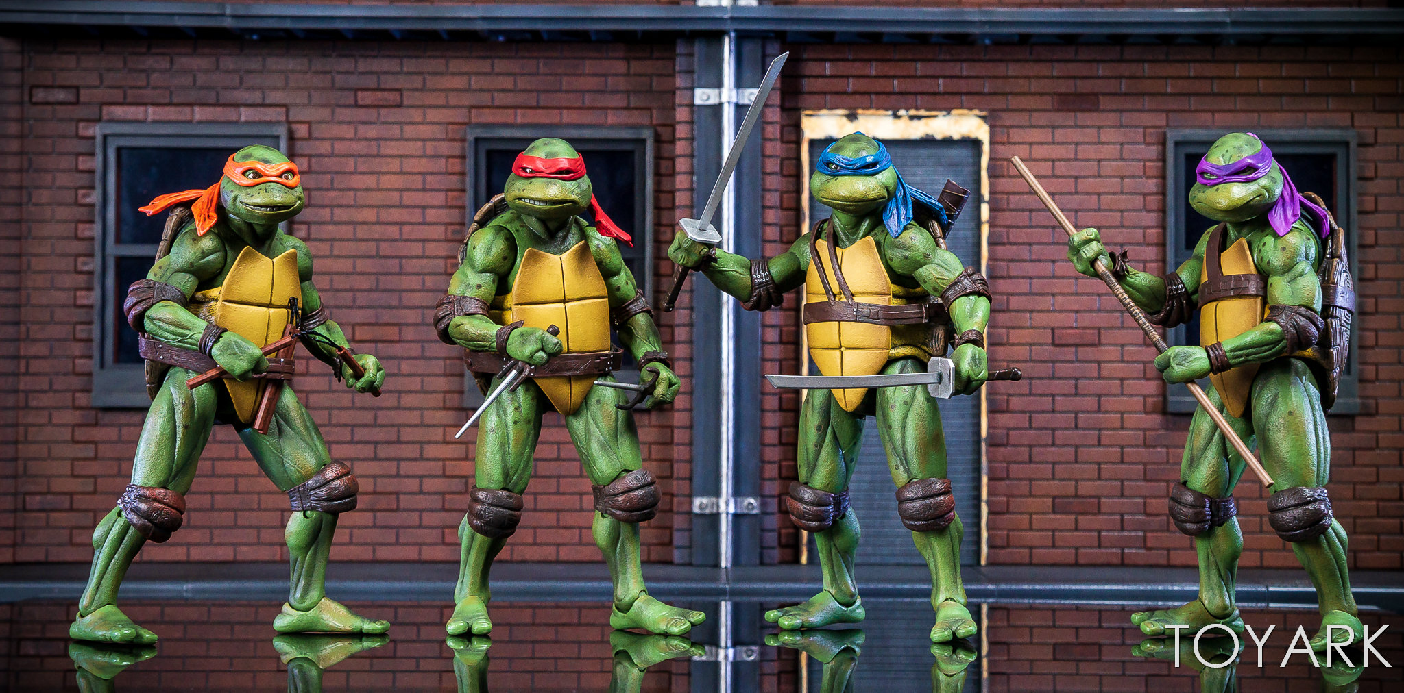 https://news.toyark.com/wp-content/uploads/sites/4/2018/07/NECA-TMNT-1990-and-Dio-Set-054.jpg