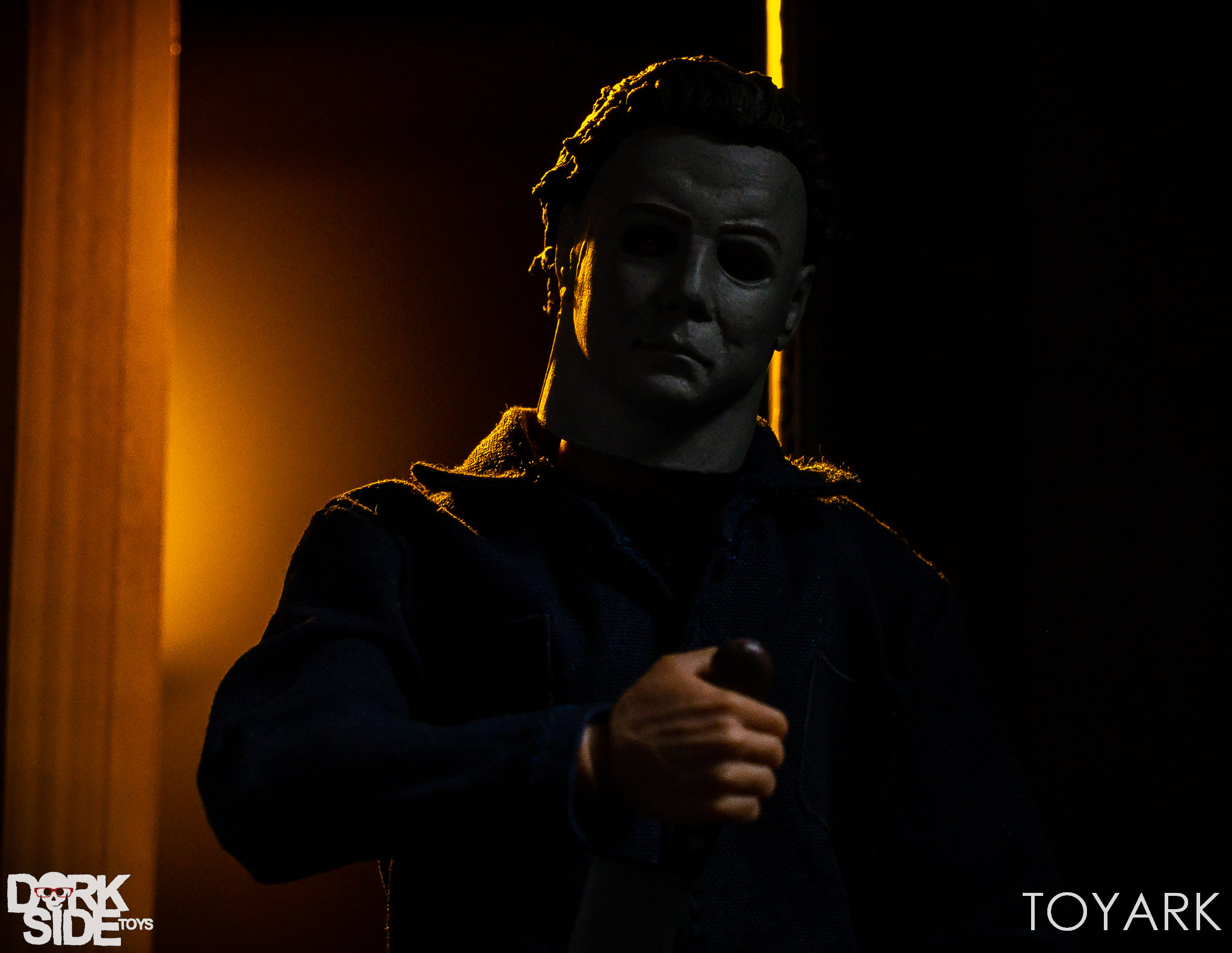 https://news.toyark.com/wp-content/uploads/sites/4/2018/10/Mezco-One12-Michael-Myers-012.jpg