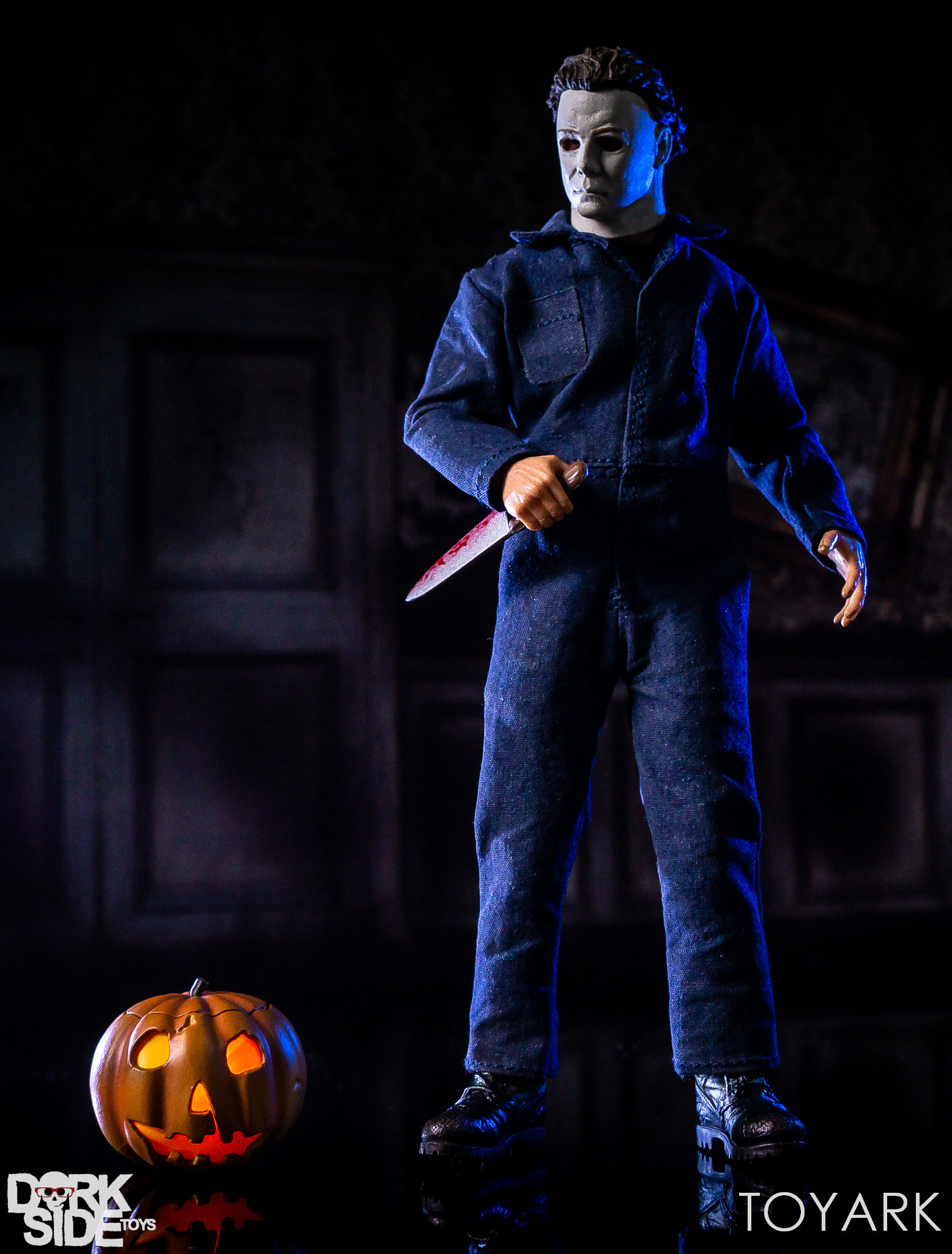 https://news.toyark.com/wp-content/uploads/sites/4/2018/10/Mezco-One12-Michael-Myers-040.jpg