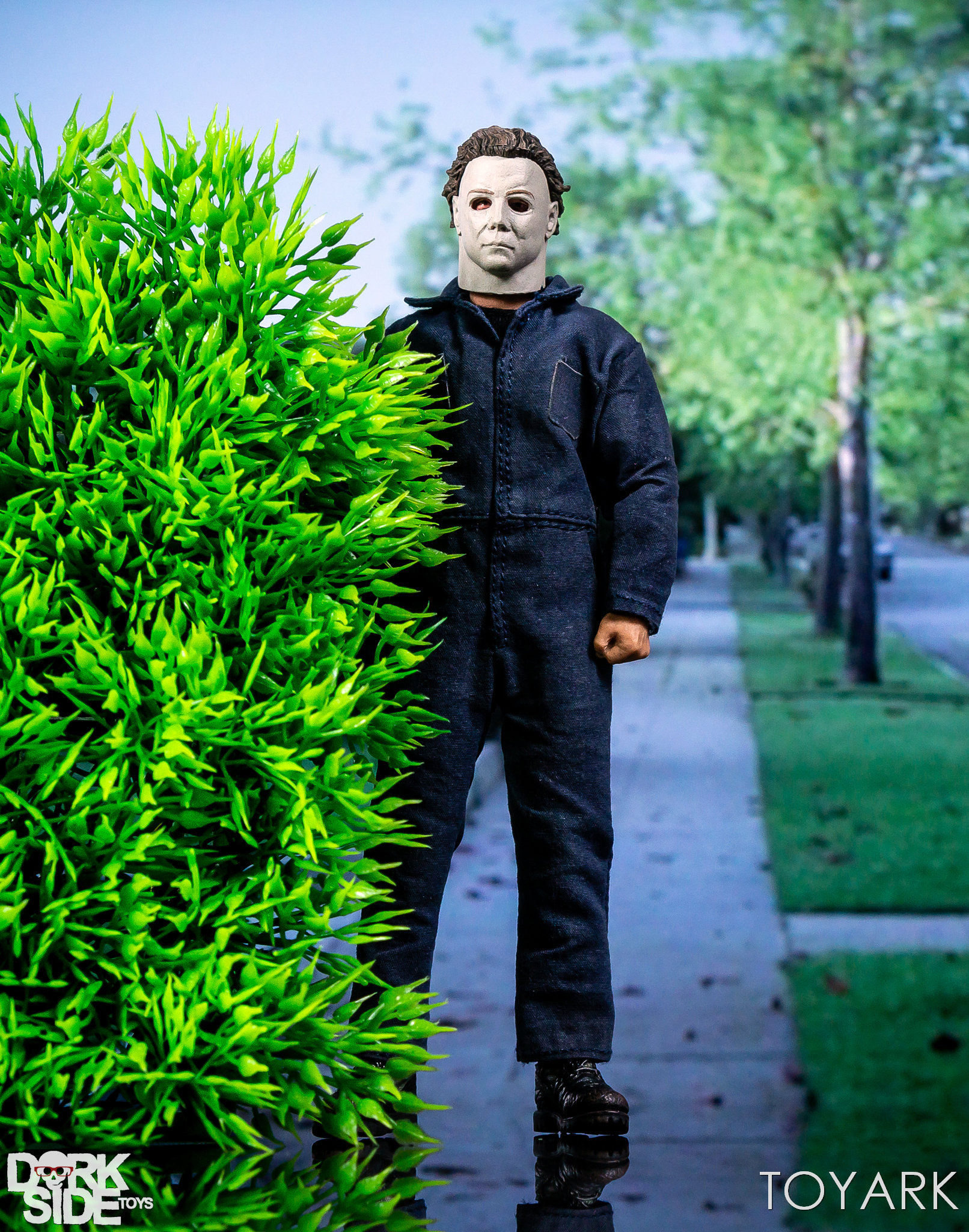 https://news.toyark.com/wp-content/uploads/sites/4/2018/10/Mezco-One12-Michael-Myers-051.jpg