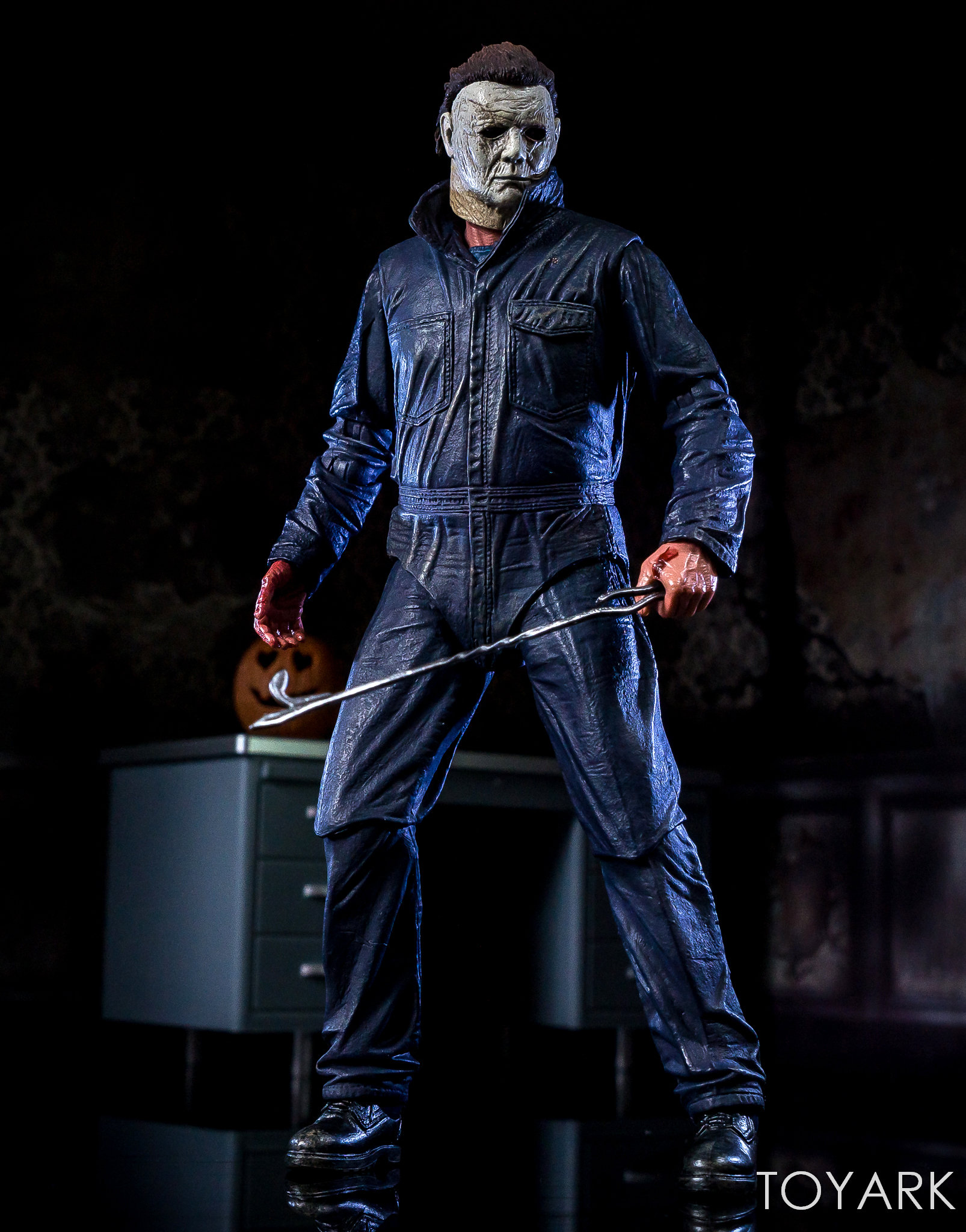 https://news.toyark.com/wp-content/uploads/sites/4/2018/11/Halloween-2018-Michael-Myers-Figure-051.jpg