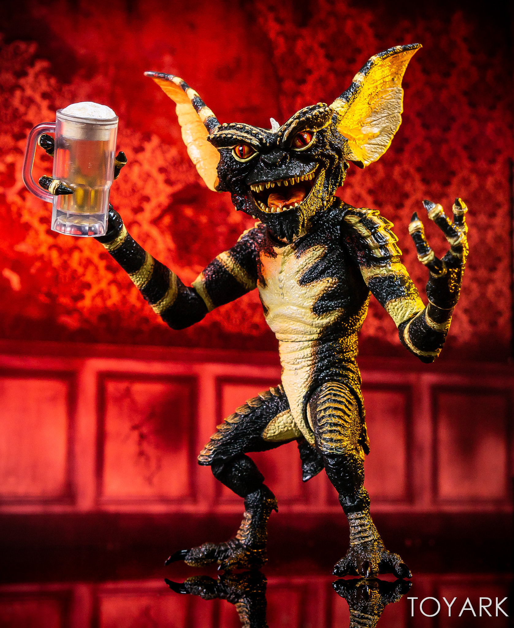 https://news.toyark.com/wp-content/uploads/sites/4/2018/11/Ultimate-NECA-Gremlin-Figure-032.jpg