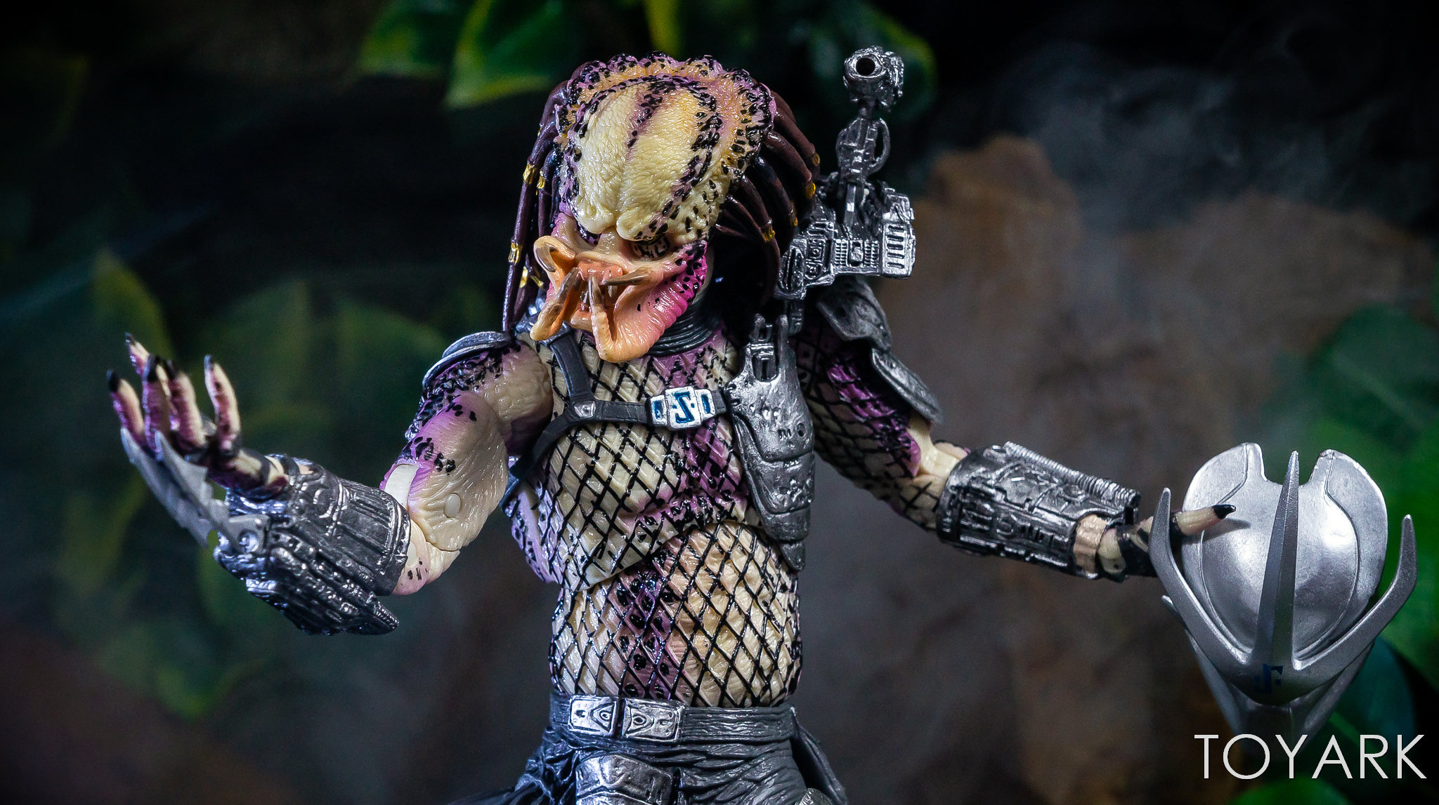 https://news.toyark.com/wp-content/uploads/sites/4/2019/01/NECA-Bad-Blood-vs-Enforcer-058.jpg