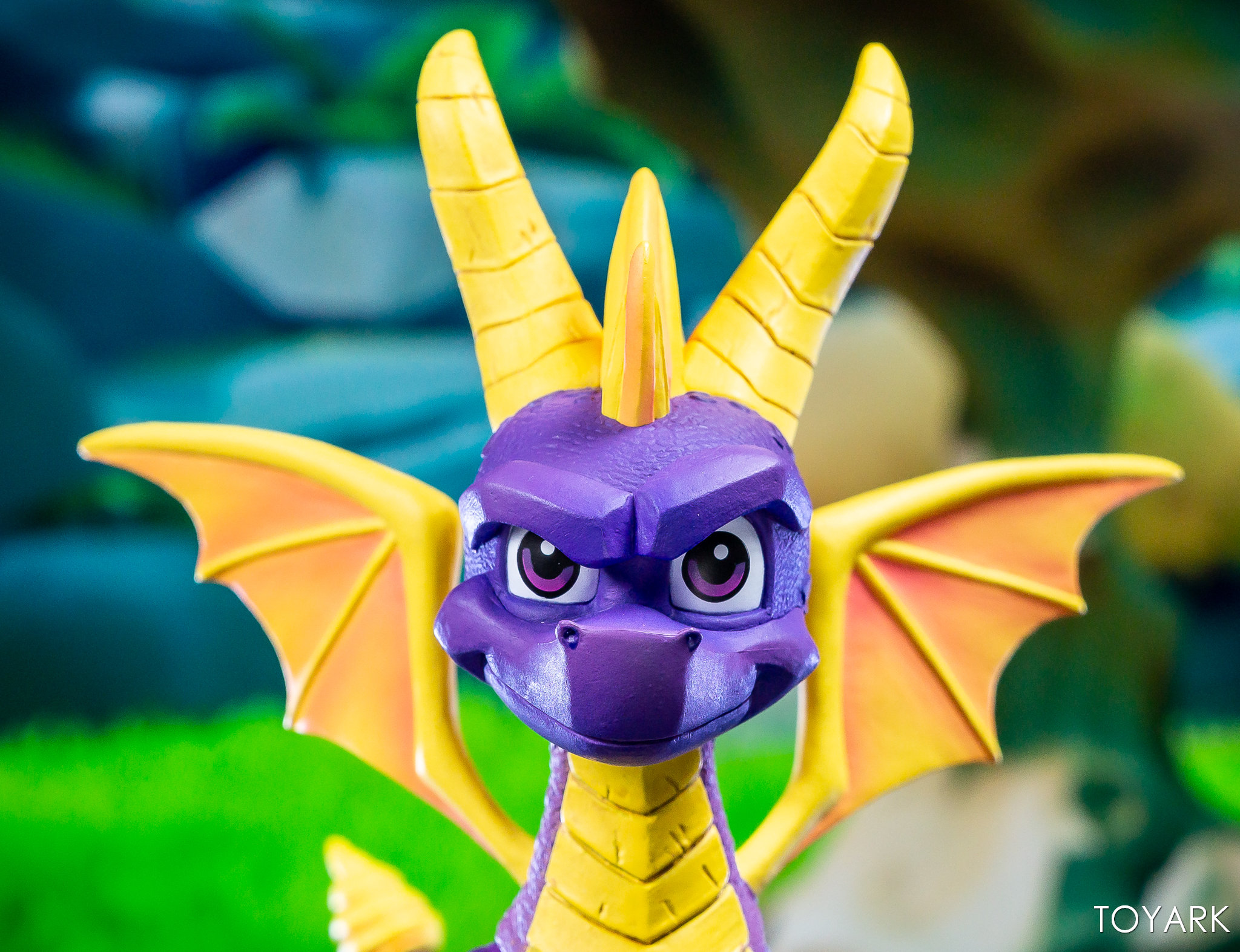 https://news.toyark.com/wp-content/uploads/sites/4/2019/03/NECA-Spyro-The-Dragon-Figure-028.jpg