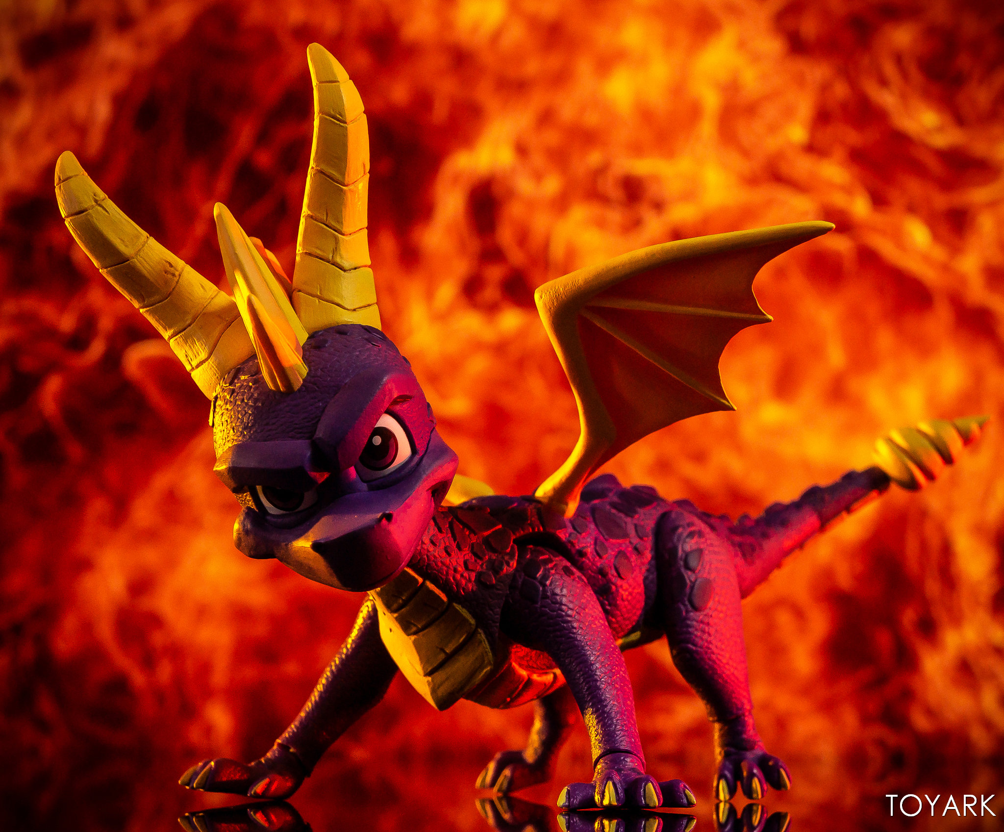 https://news.toyark.com/wp-content/uploads/sites/4/2019/03/NECA-Spyro-The-Dragon-Figure-036.jpg