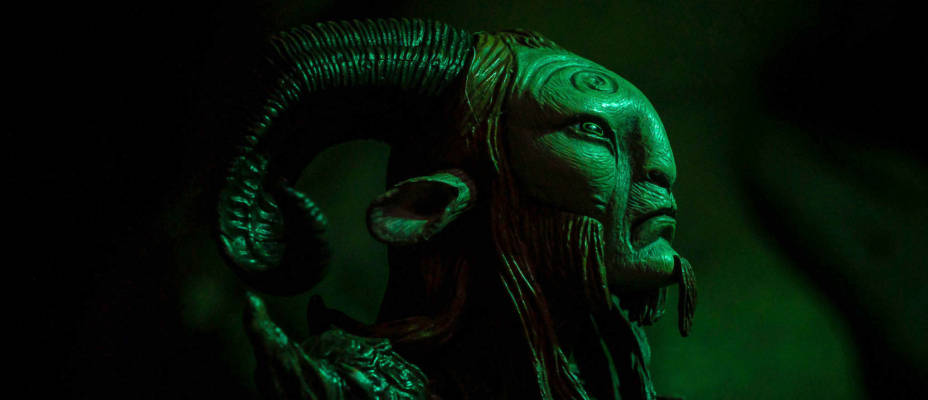 Guillermo del Toro Signature Collection Pan's Labyrinth - The Faun by NECA - Toyark Photo Shoot