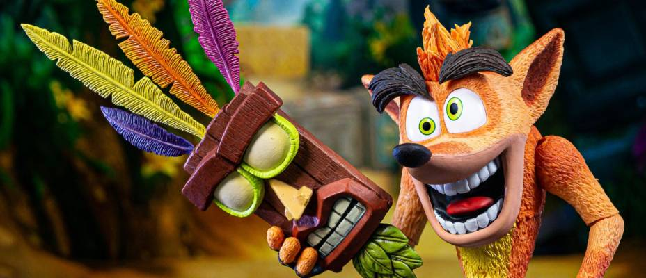 NECA Crash Bandicoot with Aku aku Mask Deluxe Figure - Toyark Photo Shoot
