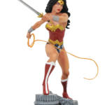 DC GALLERY WONDER WOMAN LASSO COMIC PVC FIGURE