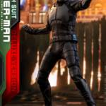 Hot Toys Stealth Suit Spider Man Deluxe 016