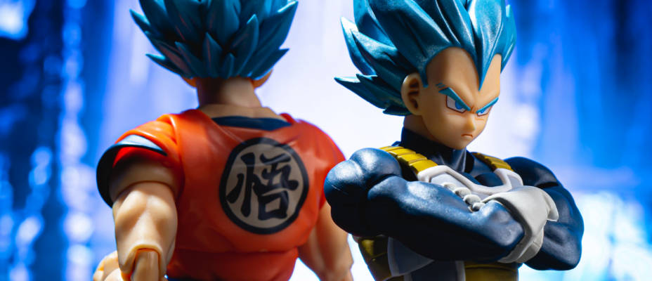 SSGSS Vegeta S.H. Figuarts Dragonball Super Broly Movie In-Hand Gallery