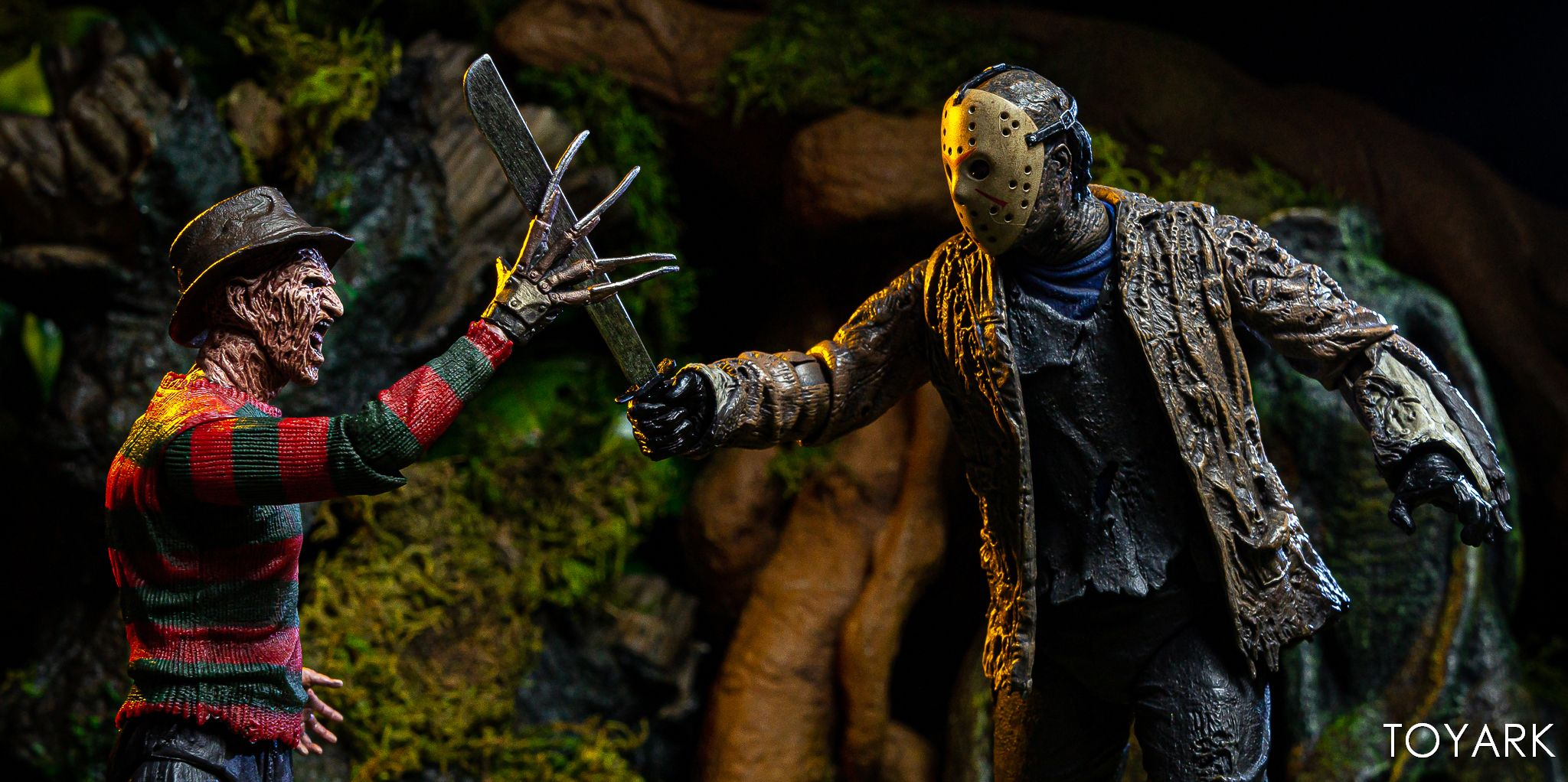 https://news.toyark.com/wp-content/uploads/sites/4/2019/07/FvJ-Jason-Voorhees-NECA-036.jpg