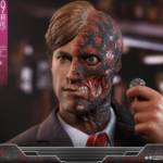 Hot Toys TDK Two Face 005