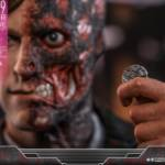 Hot Toys TDK Two Face 013