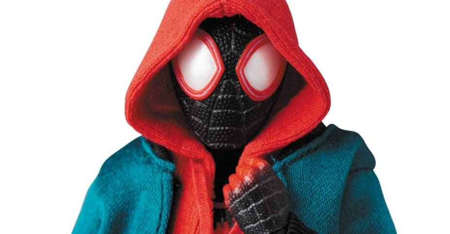 MAFEX Spider Verse Miles Morales 011