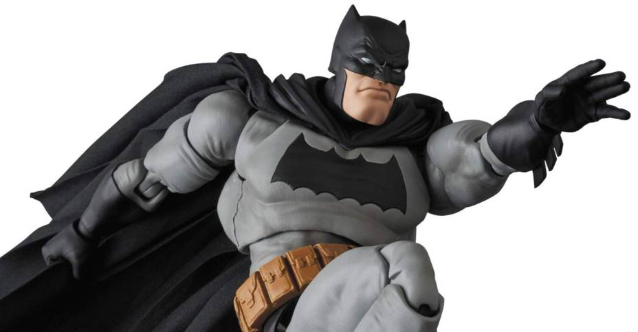 MAFEX TDKR Batman 004