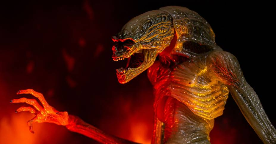 Alien: Resurrection - Newborn Alien Deluxe Figure by NECA - Toyark