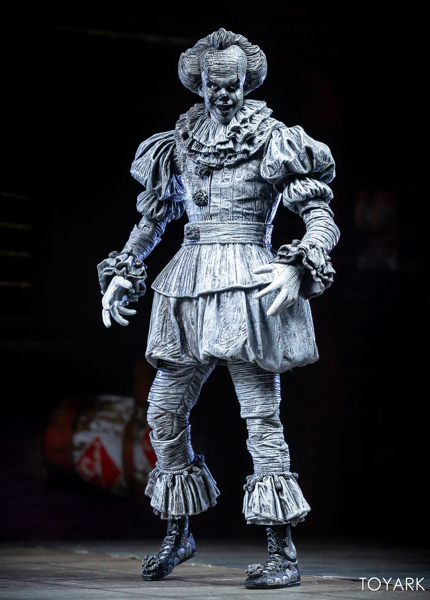 https://news.toyark.com/wp-content/uploads/sites/4/2019/07/SDCC-2019-Etched-Pennywise-NECA-006.jpg