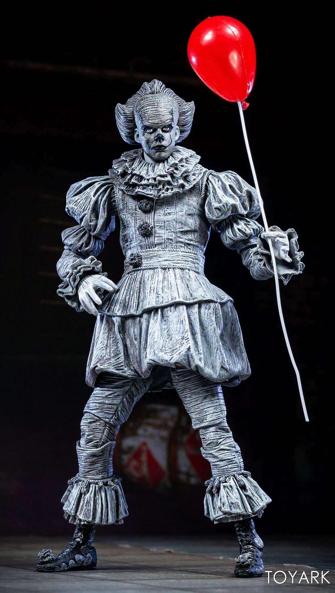 https://news.toyark.com/wp-content/uploads/sites/4/2019/07/SDCC-2019-Etched-Pennywise-NECA-014.jpg