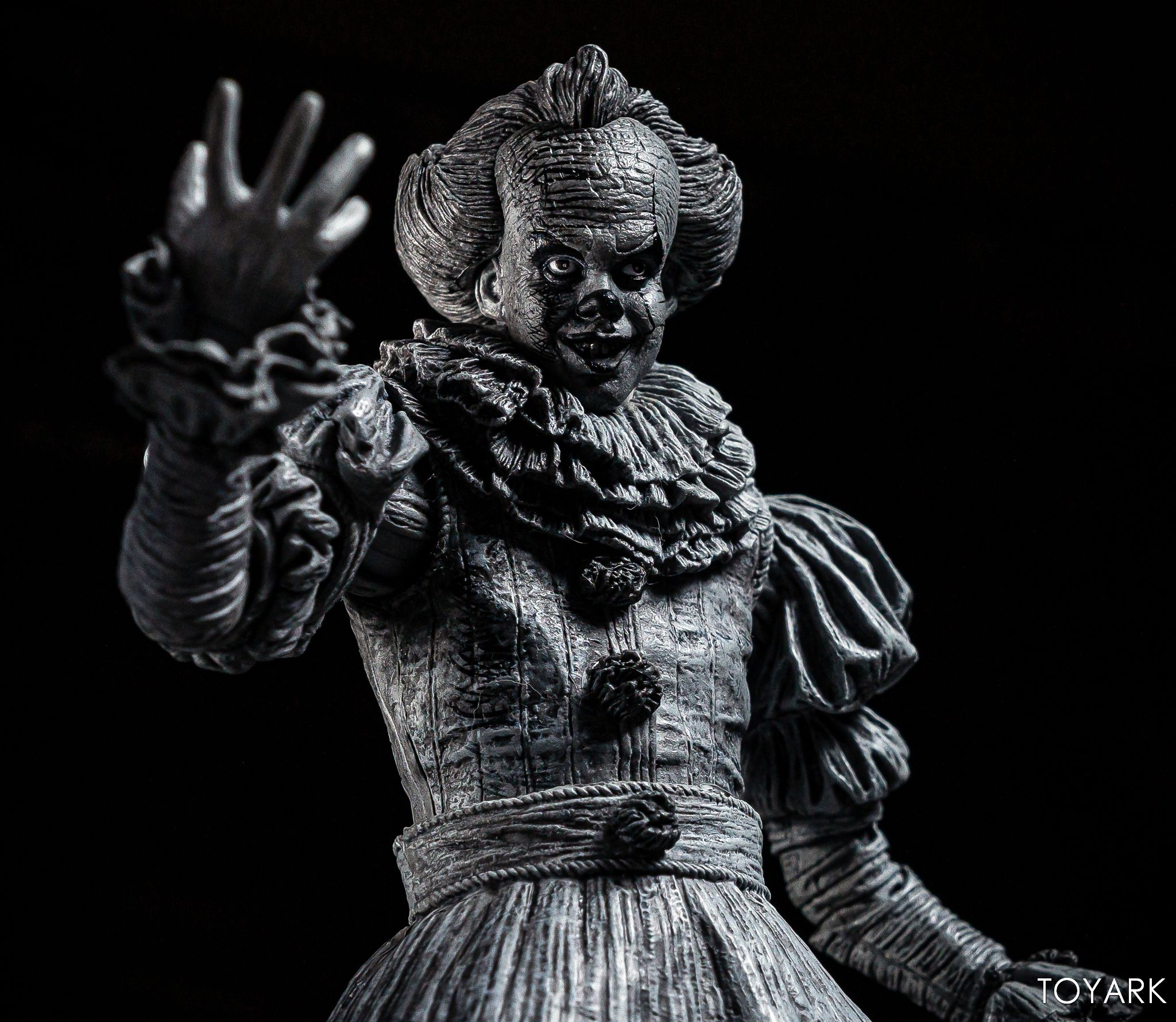 https://news.toyark.com/wp-content/uploads/sites/4/2019/07/SDCC-2019-Etched-Pennywise-NECA-025.jpg