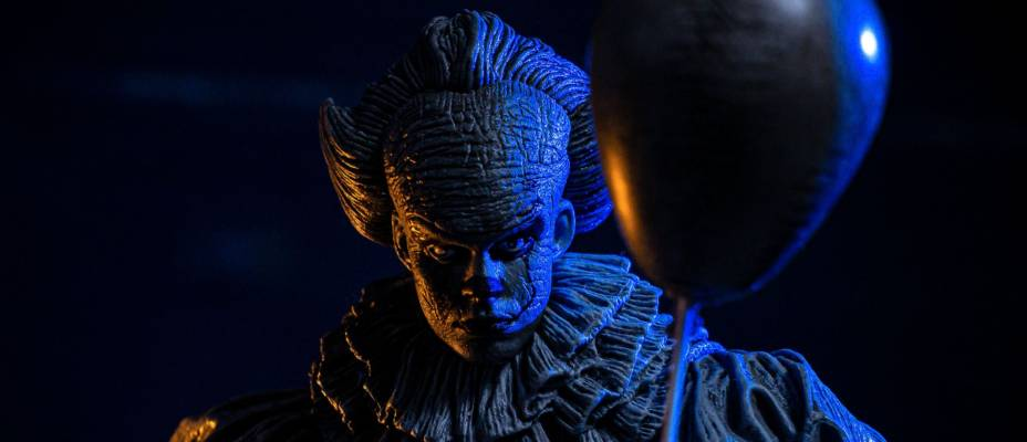 SDCC 2019 Exclusive - IT 2017 Etched Pennywise by NECA - Toyark Photo Shoot