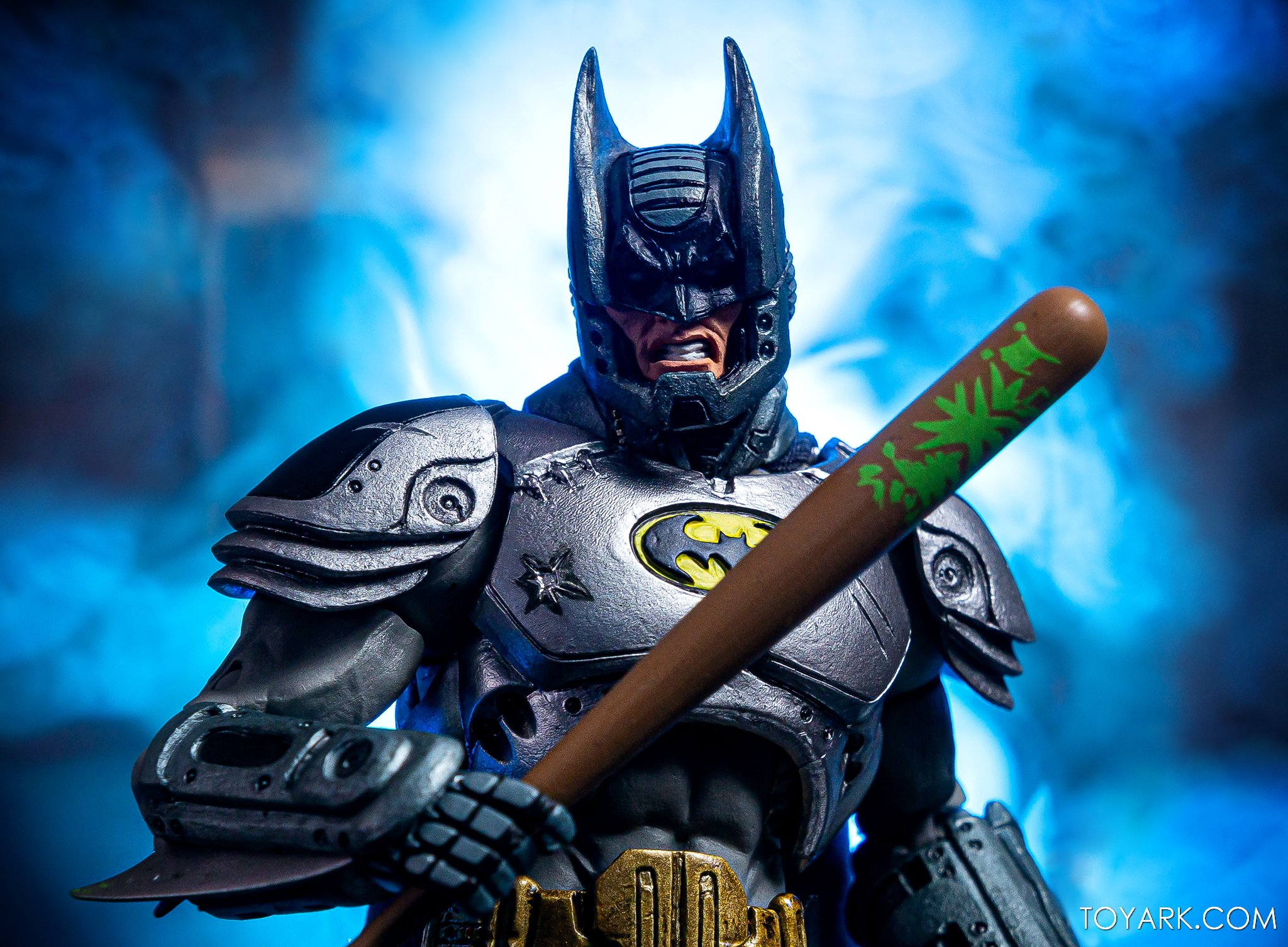https://news.toyark.com/wp-content/uploads/sites/4/2019/09/Batman-vs-Predator-Set-016.jpg
