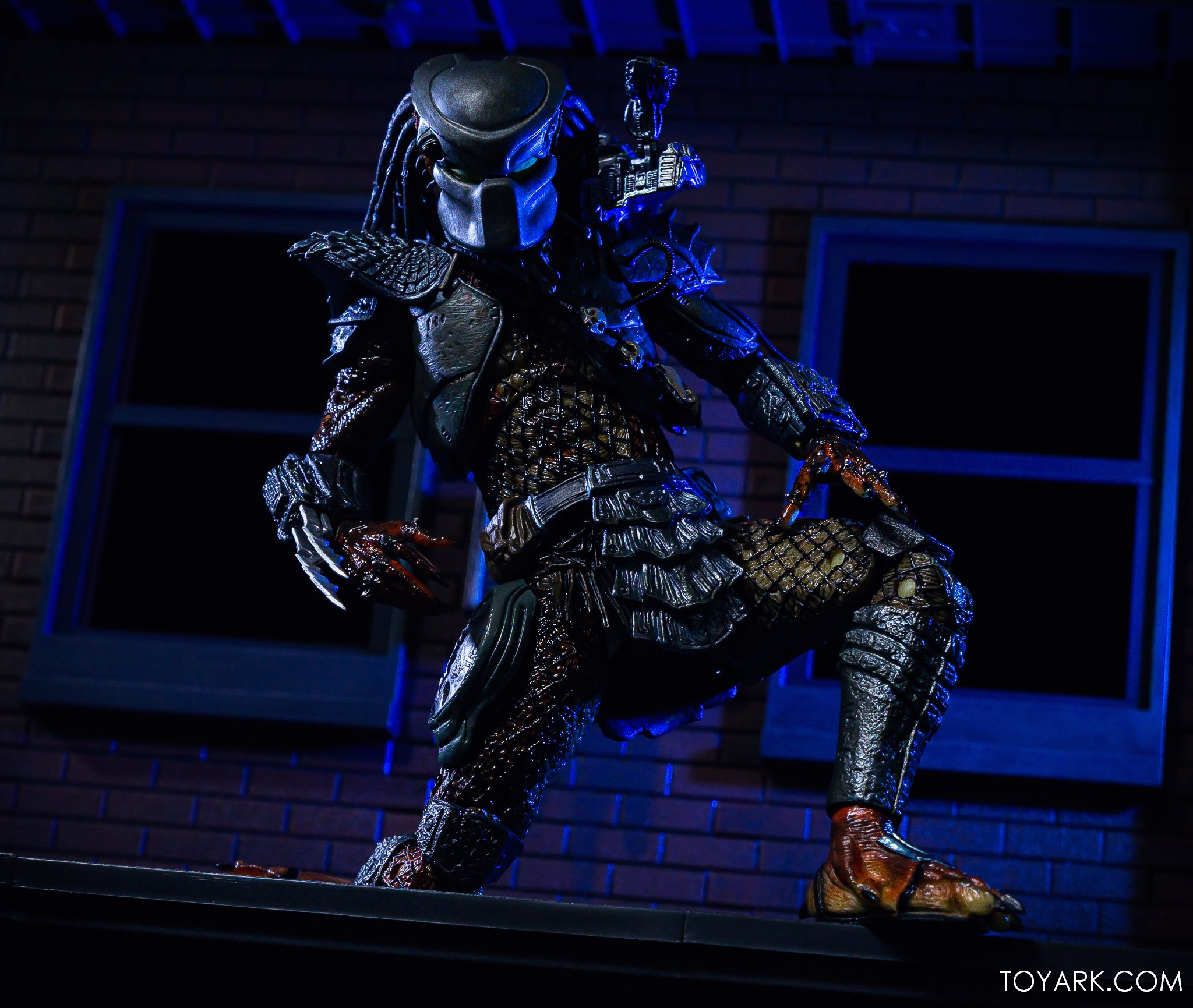 https://news.toyark.com/wp-content/uploads/sites/4/2019/09/Batman-vs-Predator-Set-036.jpg