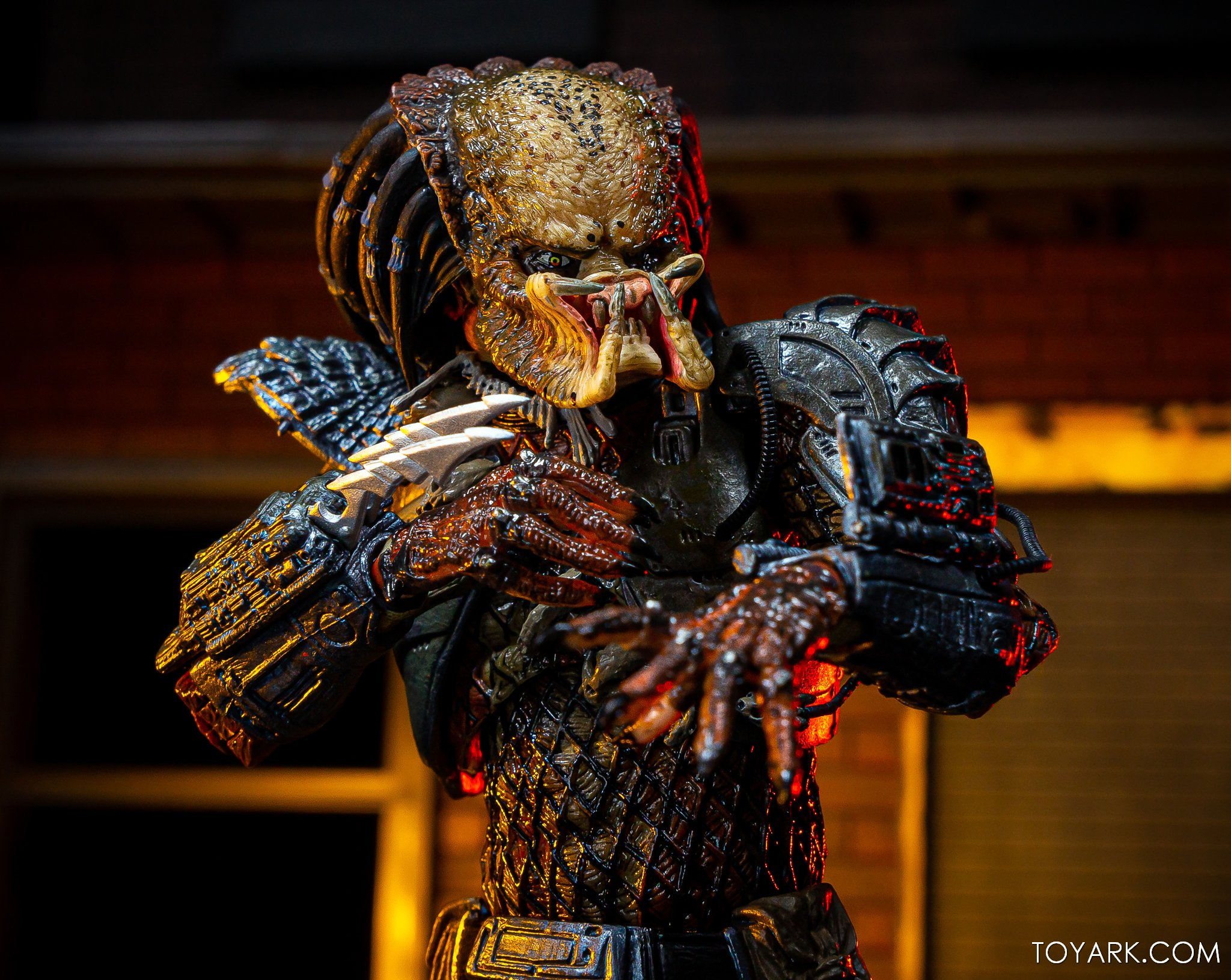 https://news.toyark.com/wp-content/uploads/sites/4/2019/09/Batman-vs-Predator-Set-037.jpg