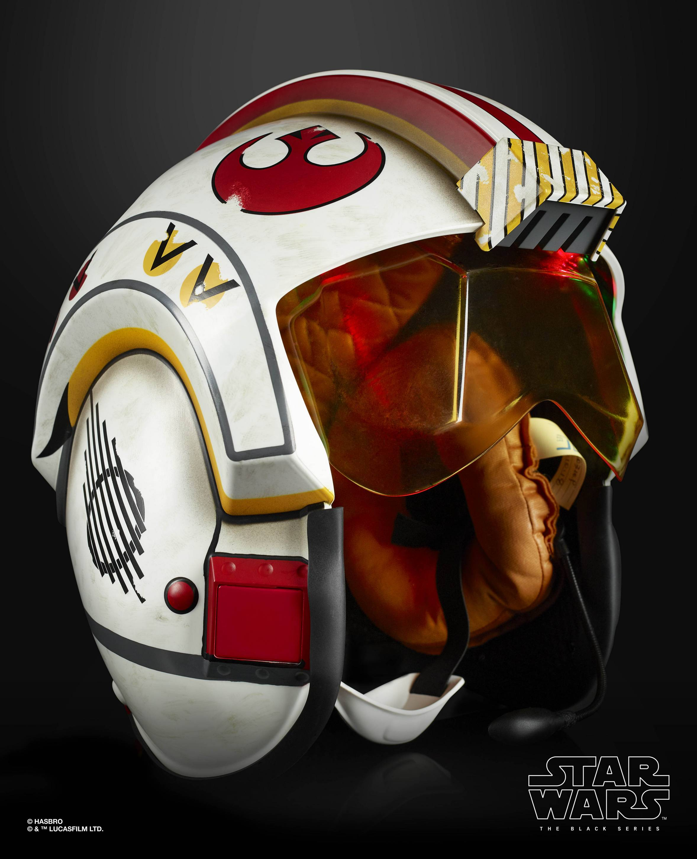 STAR-WARS-THE-BLACK-SERIES-LUKE-SKYWALKER-BATTLE-SIMULATION-ELECTRONIC-HELMET-oop-11.jpg
